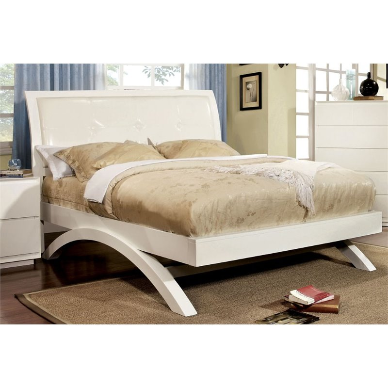 Furniture of America Gambill Califonia King Panel Bed in White