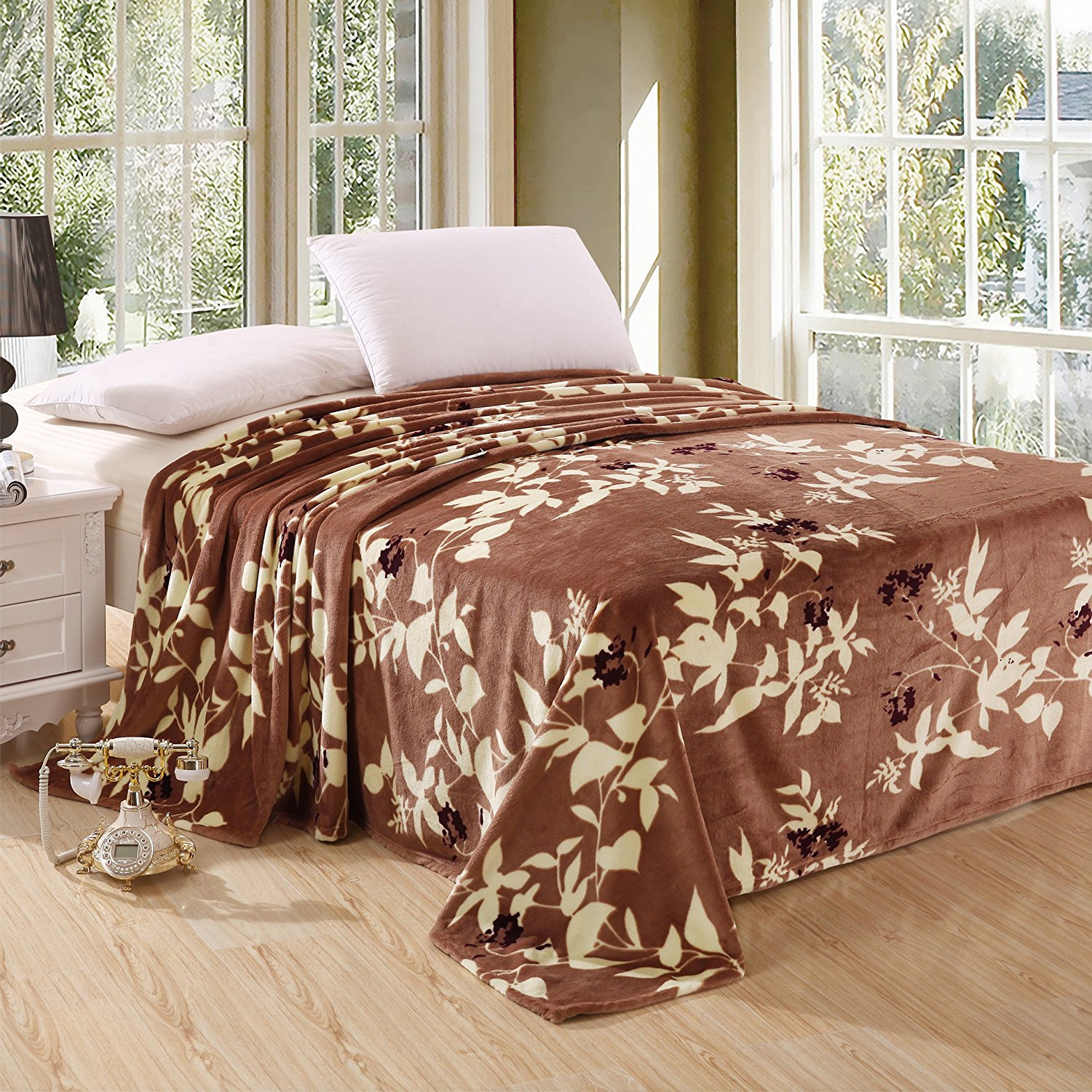 "MAPLE LEAVES Oversized Printed Luxurious Super Soft Plush Flannel Blanket, Silky Throw in Queen Size 79""x87"""