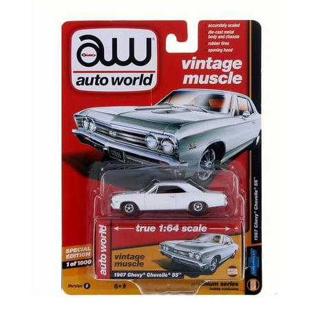 1:64 DIE-CAST PREMIUM - 1967 CHEVROLET CHEVELLE SS - VERSION B - Auto World AW64132-24B