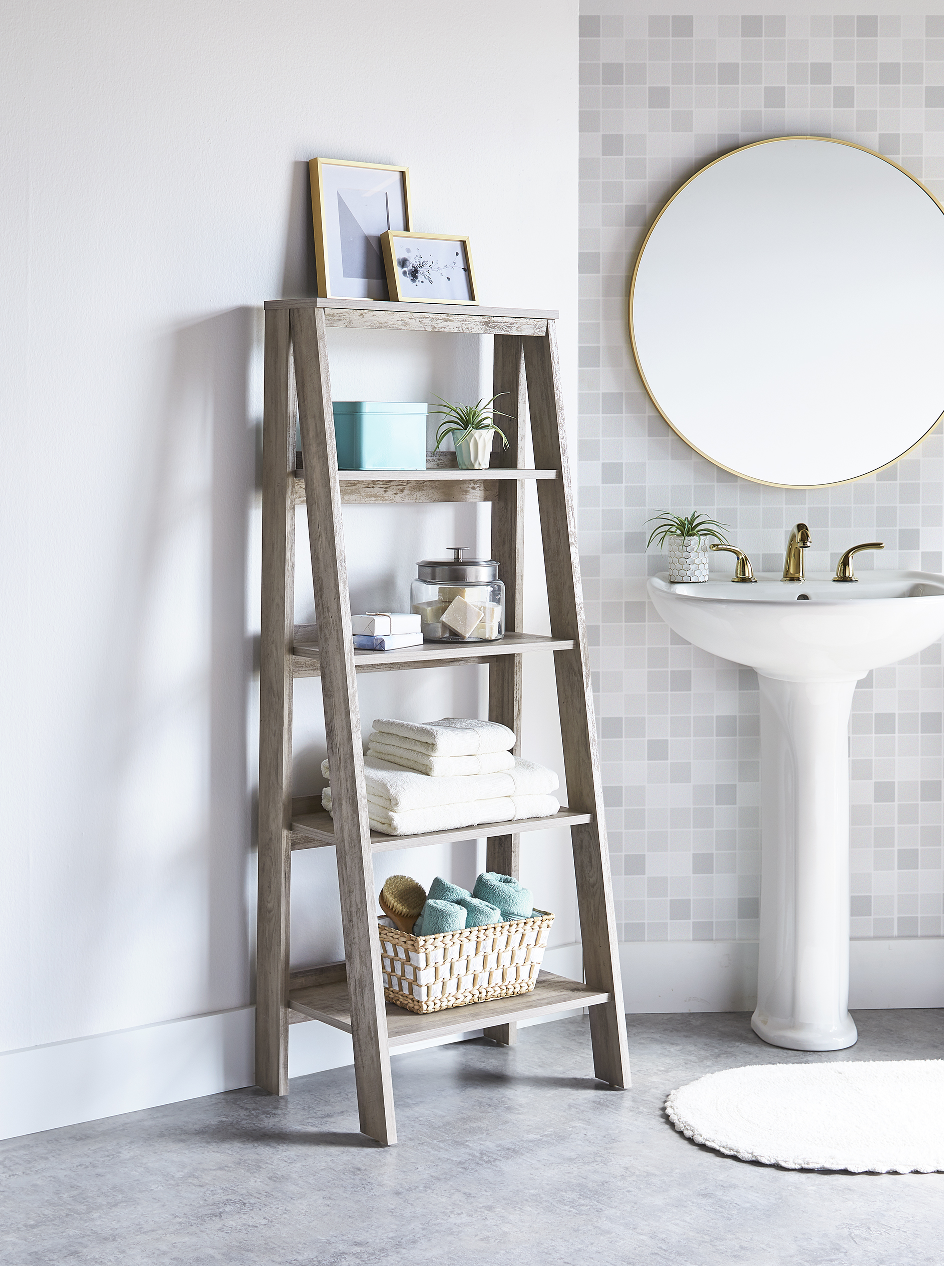 Pictures of Bathroom Ladder Decor
