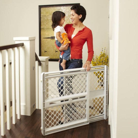 North States Supergate Classic Gray Easy Use Baby Gate 26 42