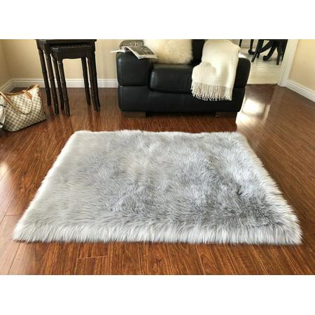Soho Luxurious Faux Sheepskin Square Shape Grey Shag Area Rug ()