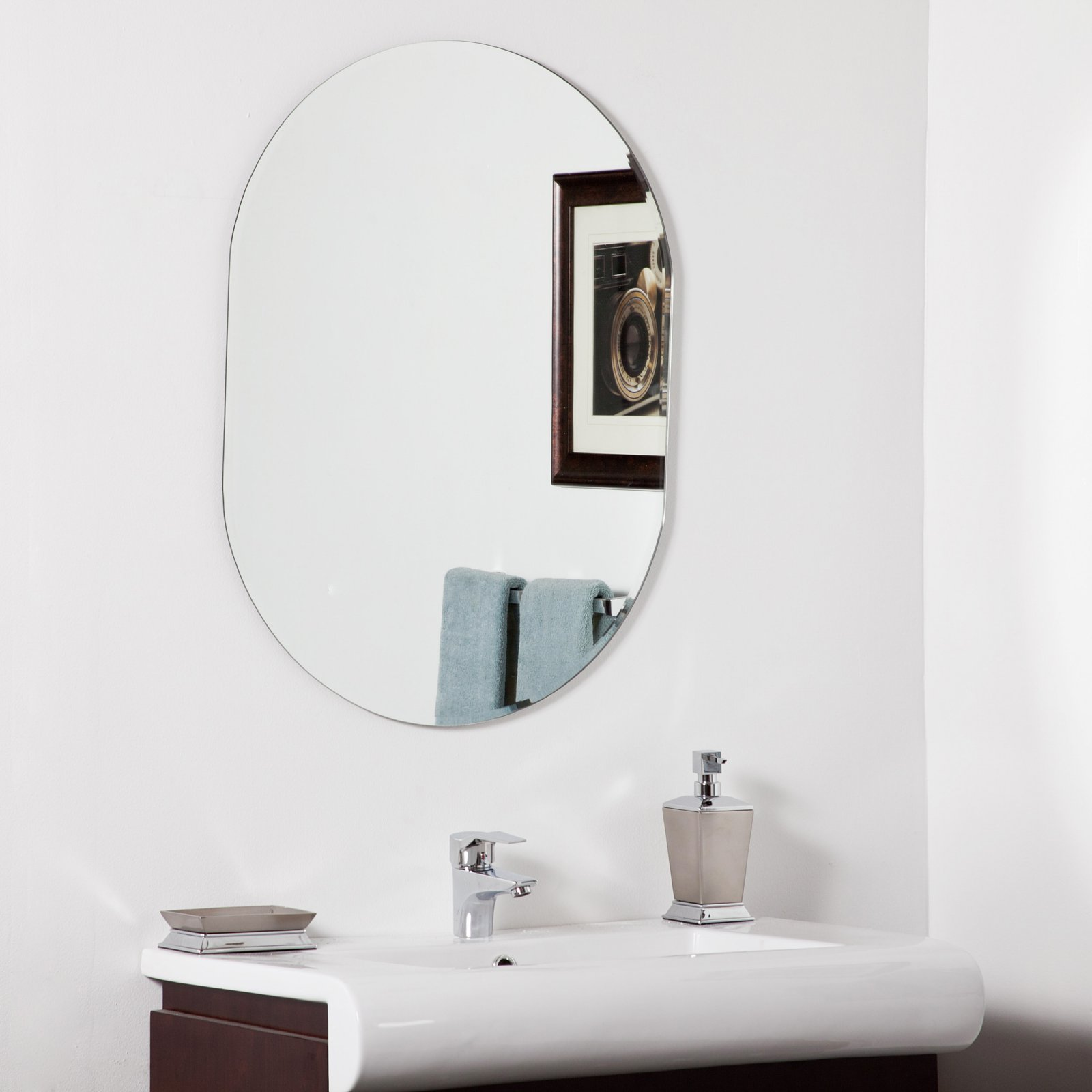 Décor Wonderland Khloe Modern Bathroom Mirror 23.6W x 31.5H in. by Decor Wonderland of US