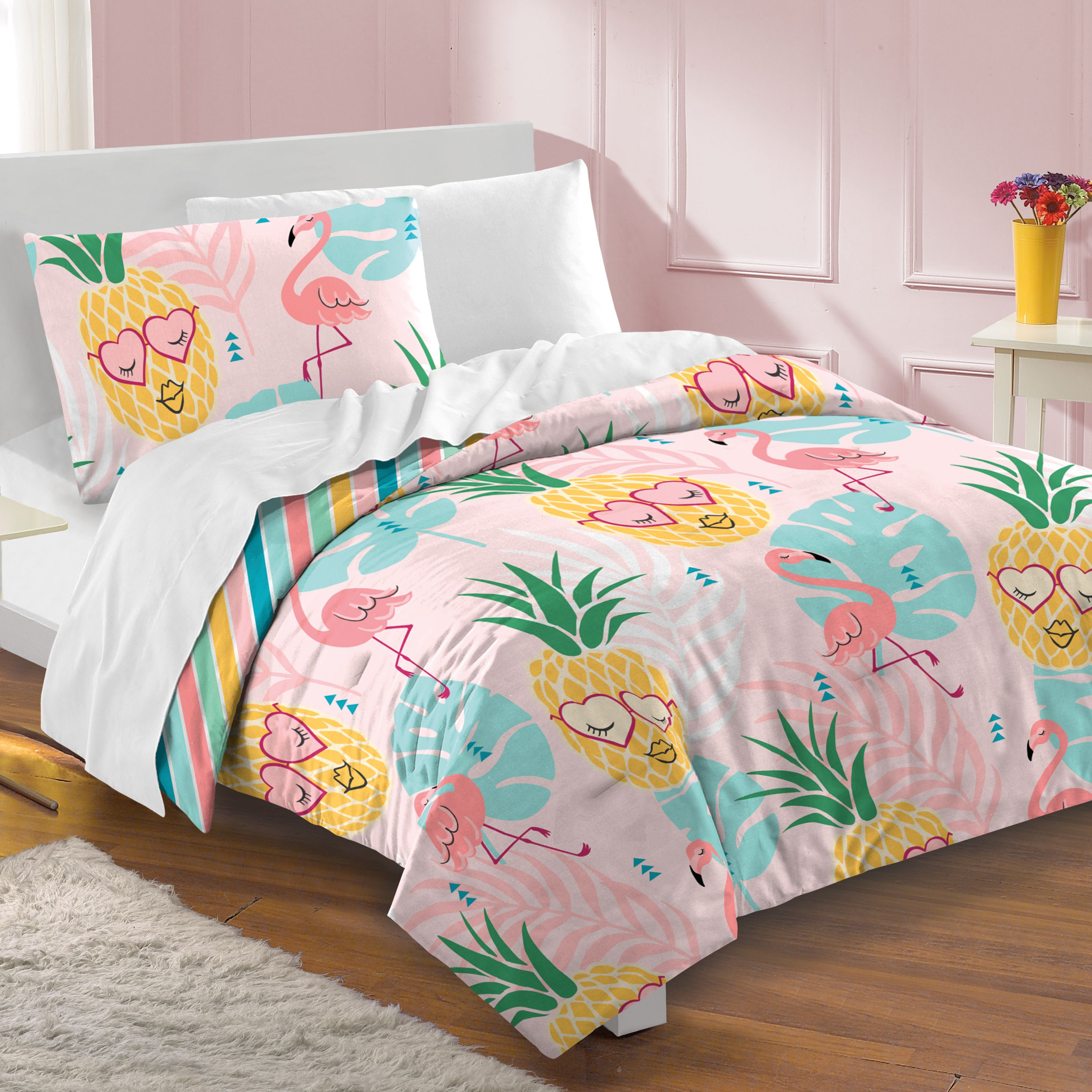 Dream Factory Pineapple Comforter and Sham Set