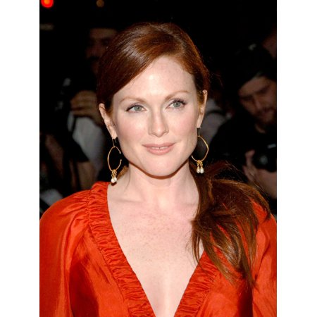 Large Square Brads - Julianne Moore At Arrivals For The Prizewinner Of Defiance Ohio Premiere Loews Lincoln Square Theater New York Ny September 19 2005 Photo By Brad BarketEverett Collection Celebrity