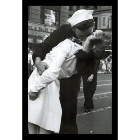 FRAMED Kissing the War Goodbye Sailor and Nurse Photograph 18x12 Art Print Poster Historical Times Square New York City Celebrating the end of WWII - Photos Parade Halloween New York