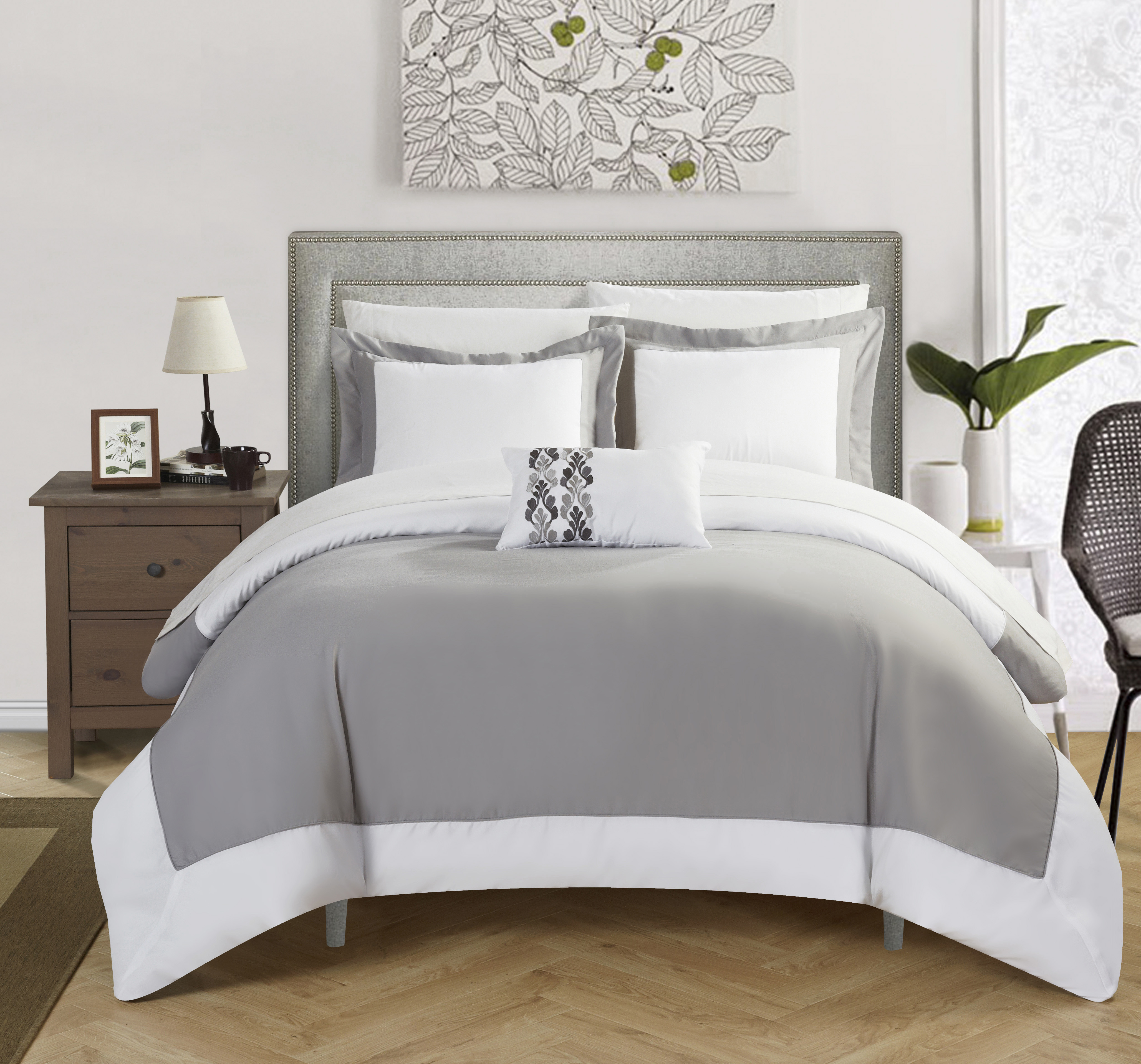 Chic Home 8-Piece Uma MODERN TWO TONE REVERSIBLE HOTEL COLLECTION, with embellished borders and embroidery decor pillow King Bed In a Bag Duvet Set Grey With White Sheets included