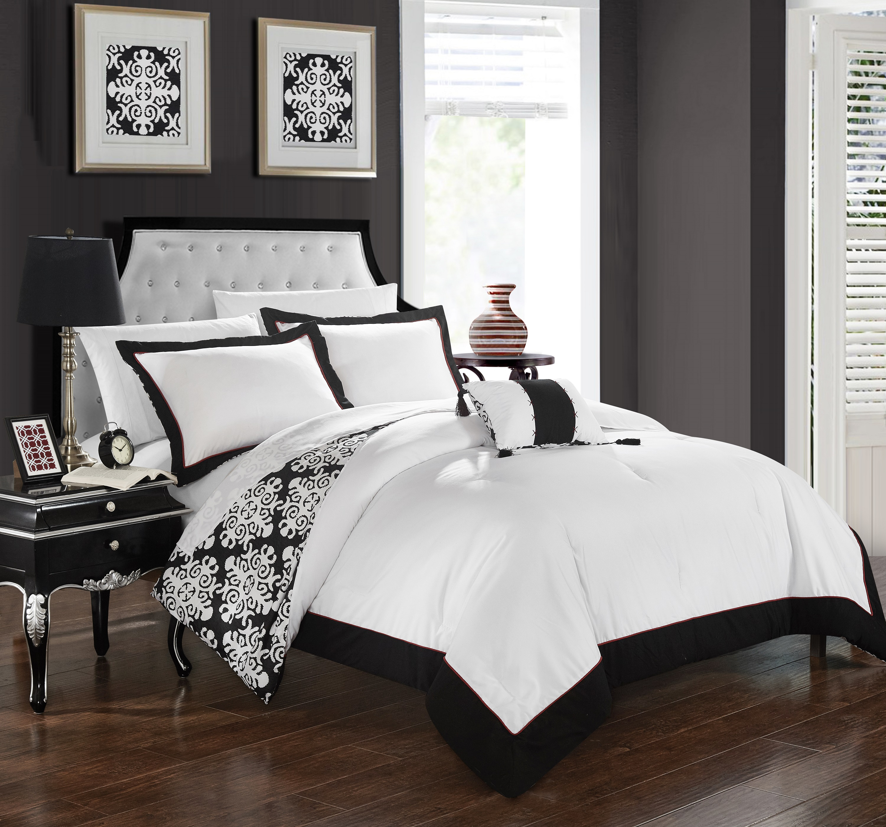 Chic Home 4-Piece Maribeth Black and White REVERSIBLE Medallion printed PLUSH Hotel Collection Queen Duvet Cover Set Black