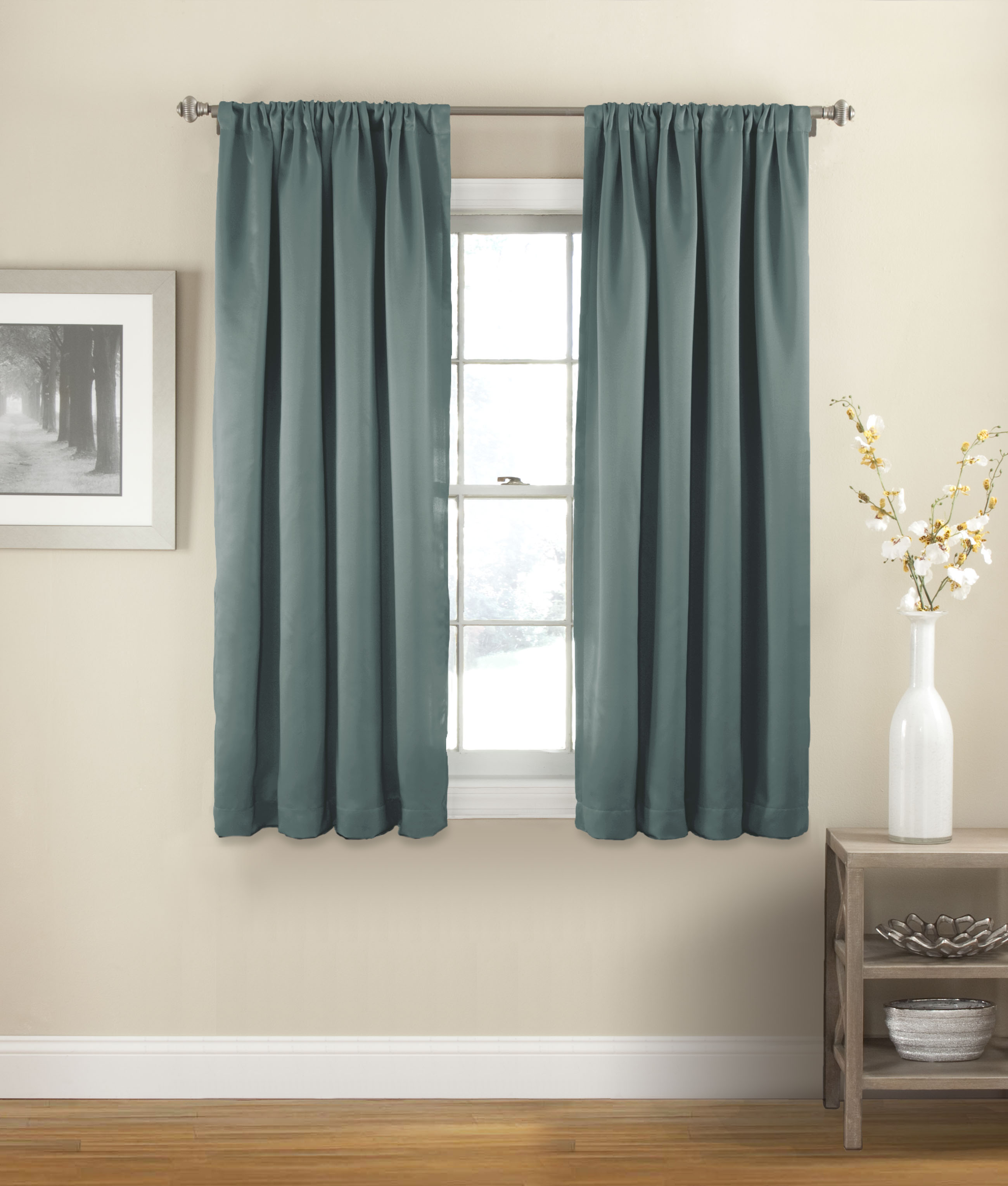 Swinging river beaded curtain