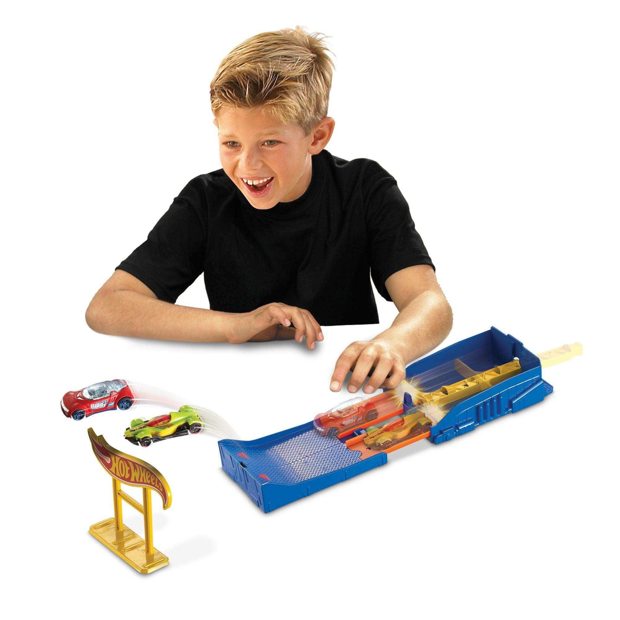Hot Wheels Pocket Raceway Track Set by Mattel
