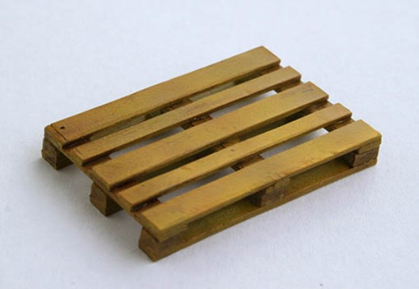 Plus Model 1:35 Wooden Pallet Resin Diorama Accessory #EL036 by Plus Model