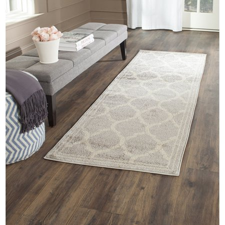 "Safavieh Amherst Collection AMT415B Light Grey and Ivory Indoor/Outdoor Runner (2'3"" x 7')"