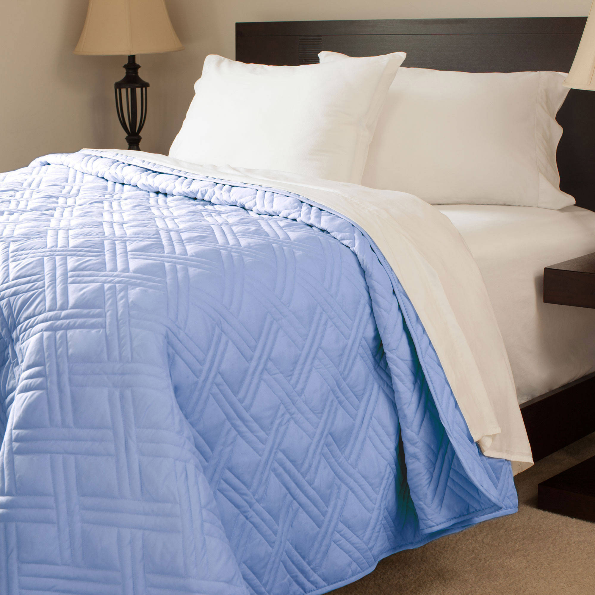 Somerset Home Solid Color Bed Quilt