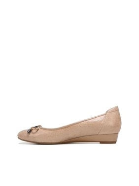 288a71b638b5 Product Image Naturalizer Womens Dove Leather Closed Toe Wedge Pumps
