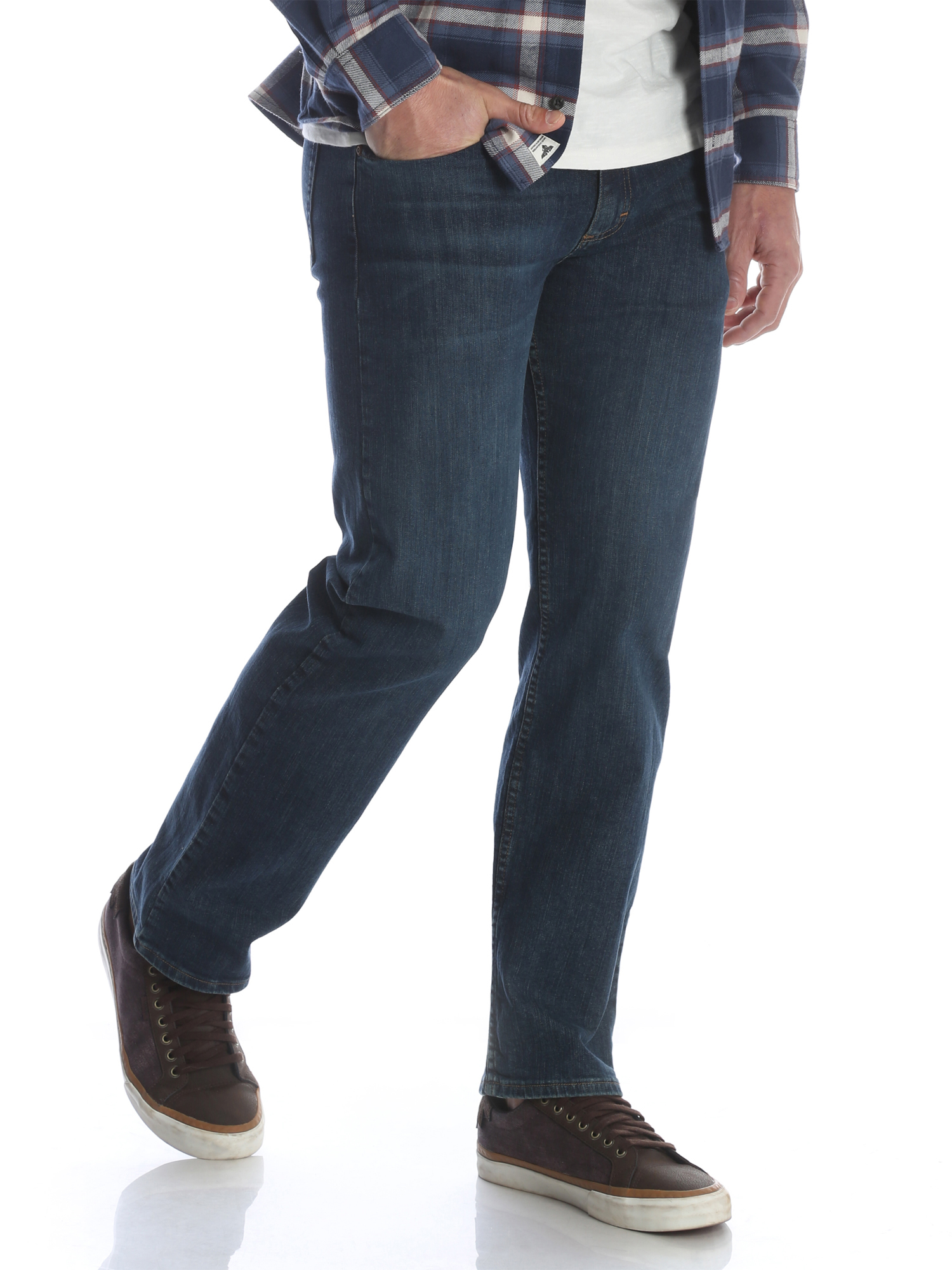 Wrangler Men's Performance Series Relaxed Fit Jean