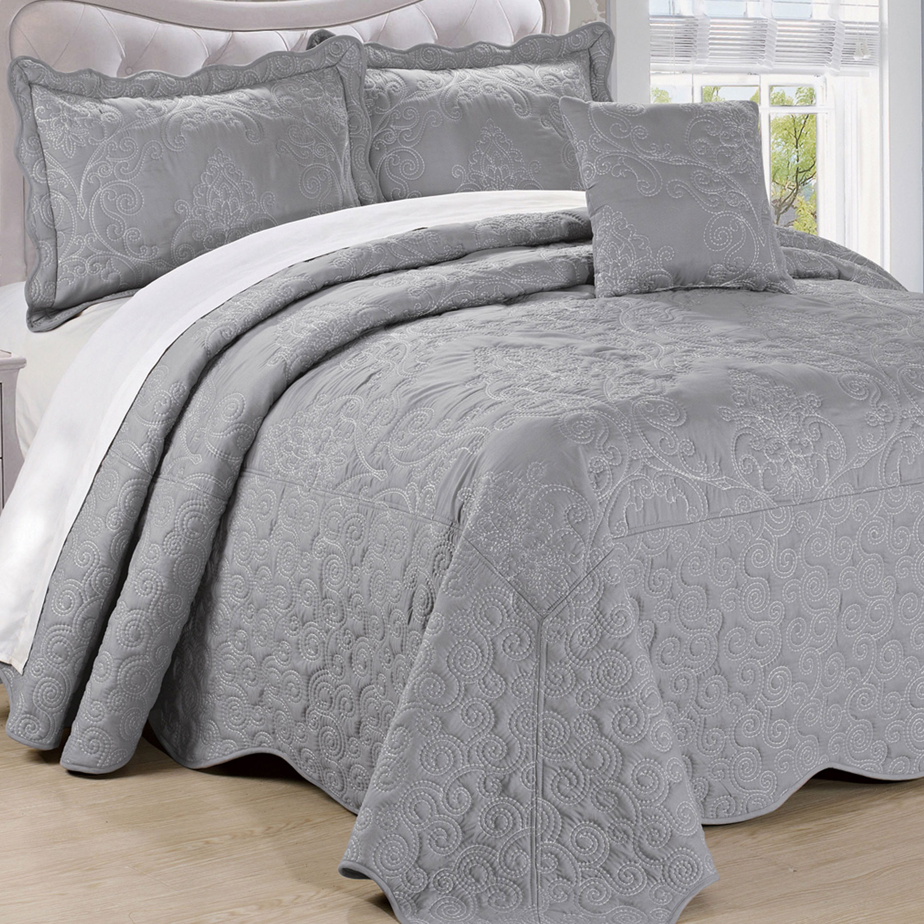 Serenta Damask Embroidered 4 Piece Bed Spread Set