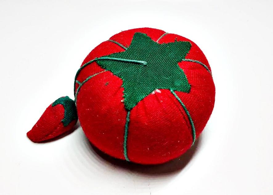 Allary Craft /& Sew Tomato Pin Cushion with Needle Sharpener Brand New