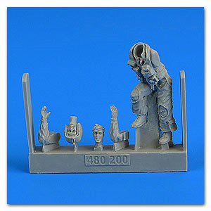 1/48 USAF Fighter Pilot posed climbing Ladder