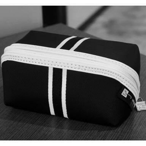 United Airlines POLARIS Saks Fifth Avenue Business Class Travel Amenity Bag  Makeup Toiletry Bag - Walmart.com 6d529d09eb7a6