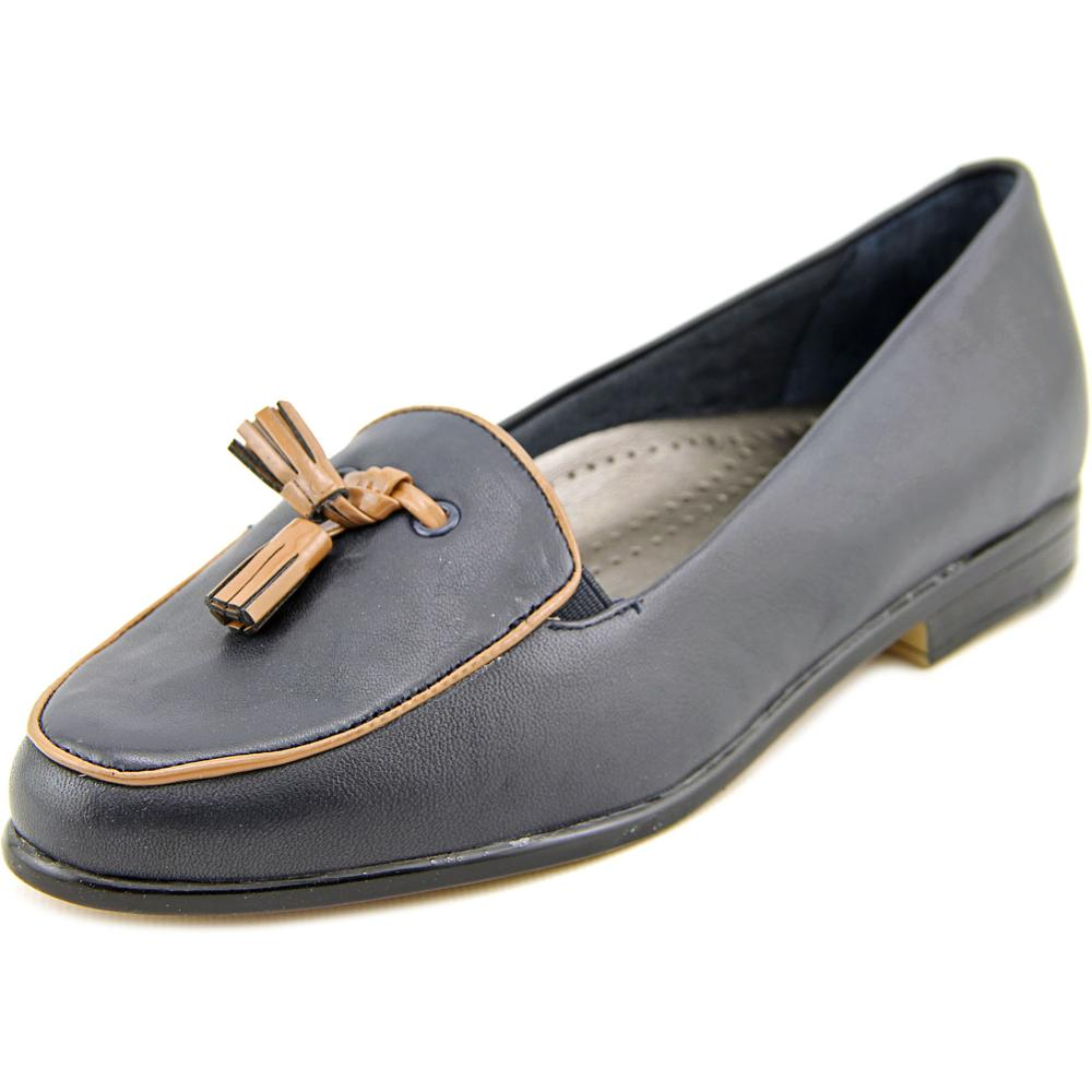 Trotters Leana N S Round Toe Leather Loafer by Trotters