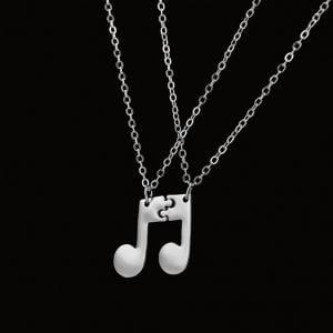 Fancyleo 2 Pcs Notes Sign Pendant Short Couple Music Necklace