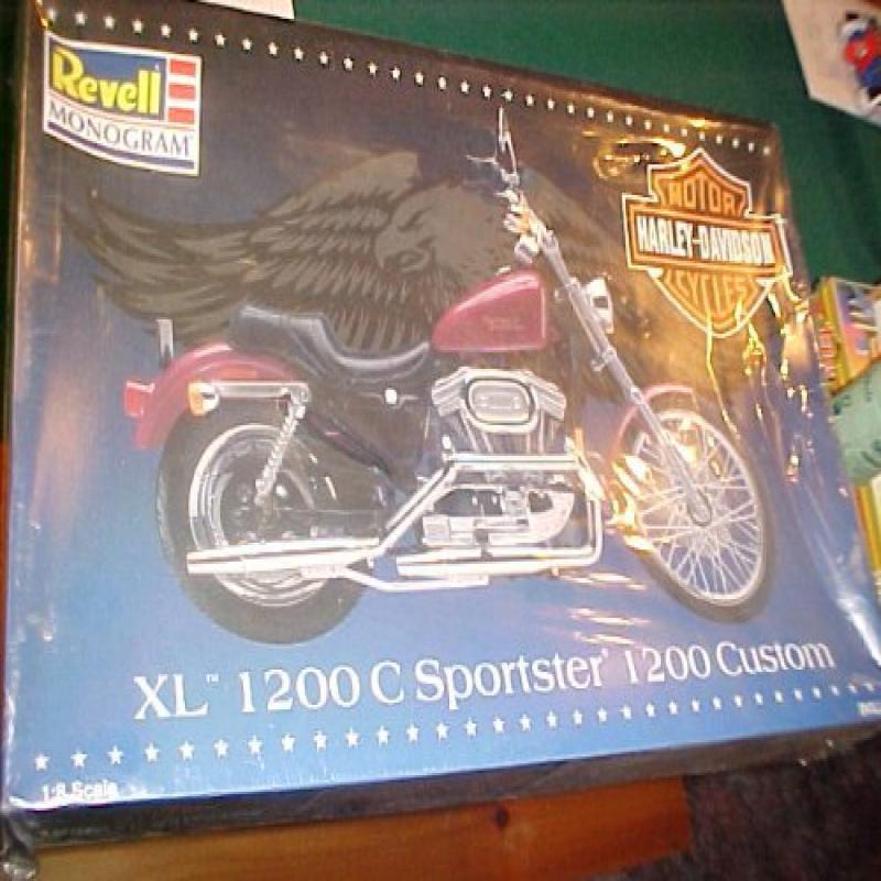 Harley Davidson Xl 1200 Sportster 1200 Custom 1 8 Scale Revell Model Kit by