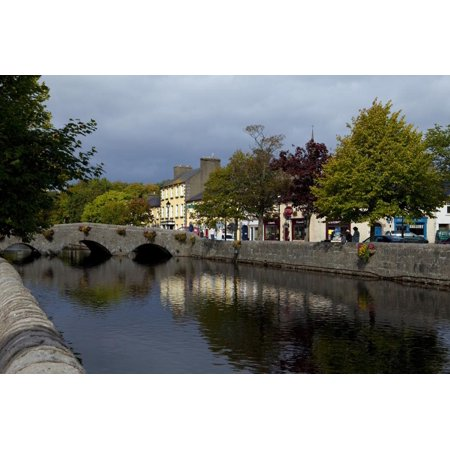 Bridge over the River Carrowbeg, Running Through the Mall, Westport, County Mayo, Ireland Print Wall (Bend River Mall)