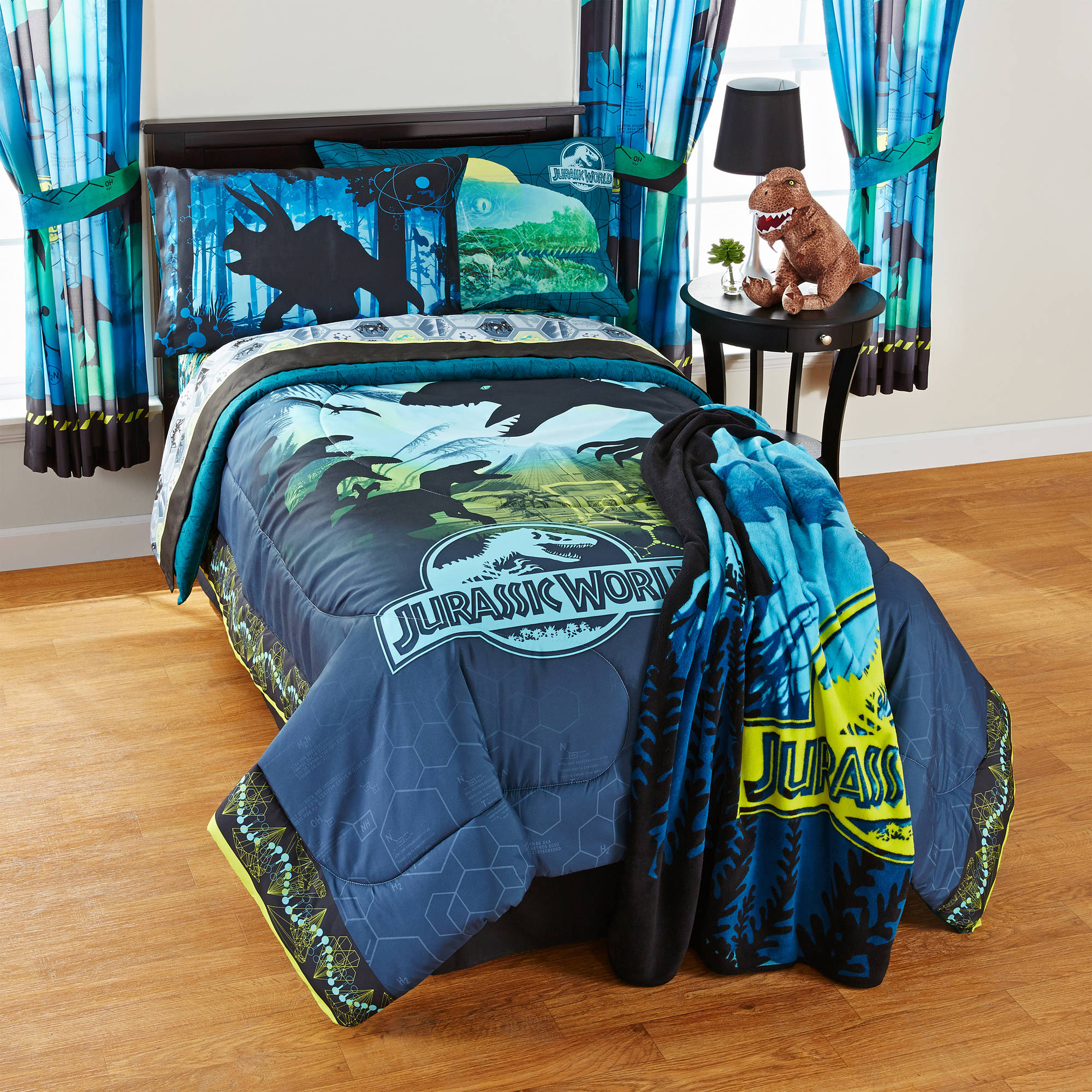 "Universal Jurassic World ""Biggest Growl"" Reversible Twin/Full Comforter"