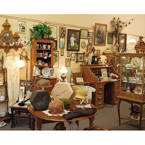 White Mountain Puzzles Antique Shop, 1000-pieces