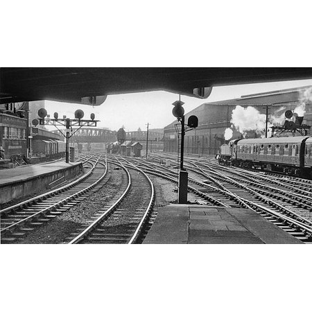 Canvas Print Paddington Station, view from platform ends. View westwards, out of the London terminus of the forme Stretched Canvas 10 x 14 ()
