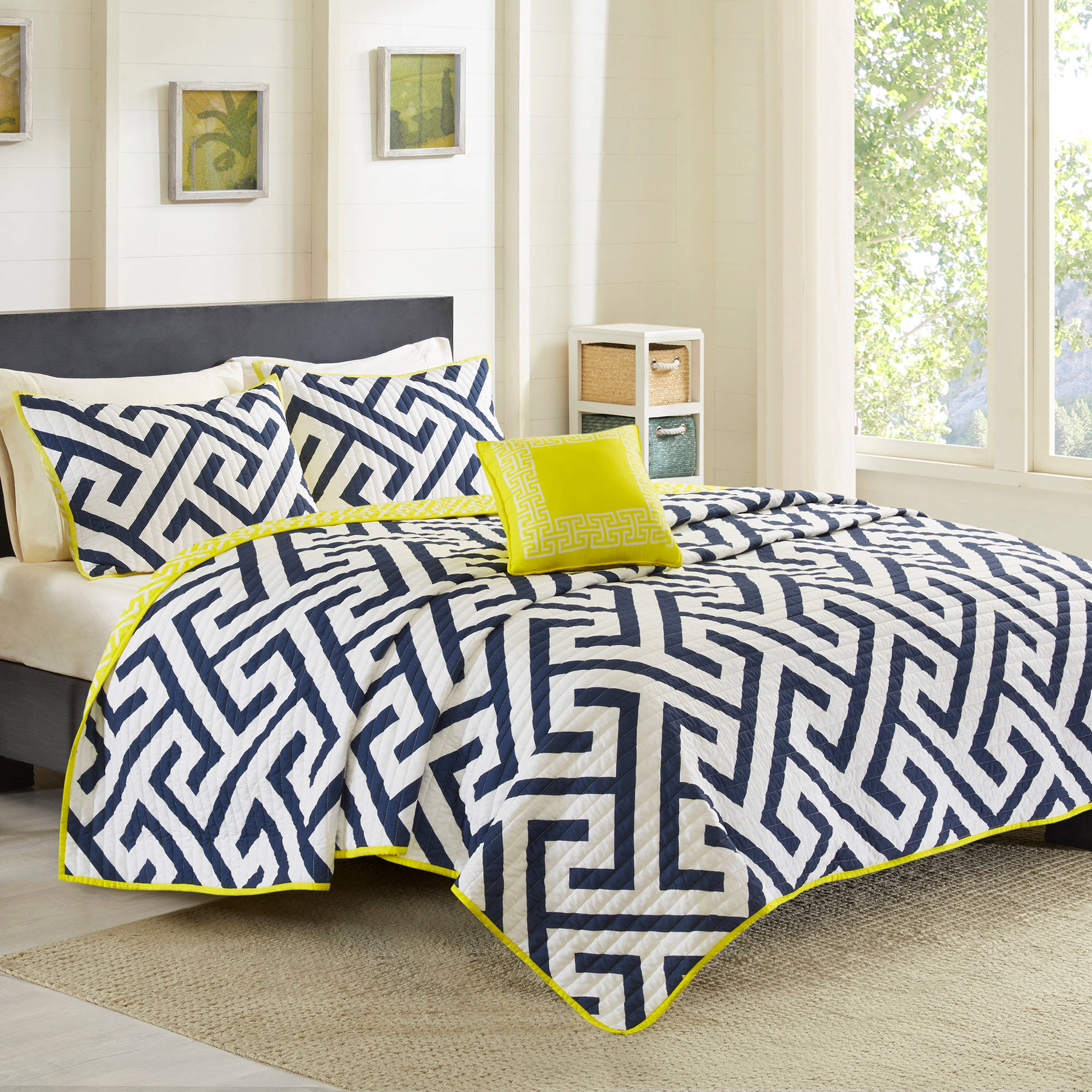 Better Homes and Gardens Greek Key Quilt Set