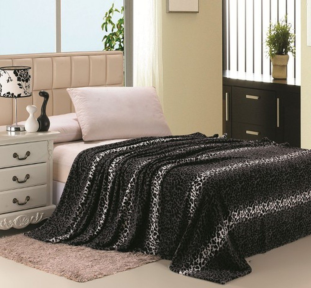 Super Soft Printed Luxurious Coral Fleece Warm Bed / Throw Blanket - Queen Size - Gray Leopard