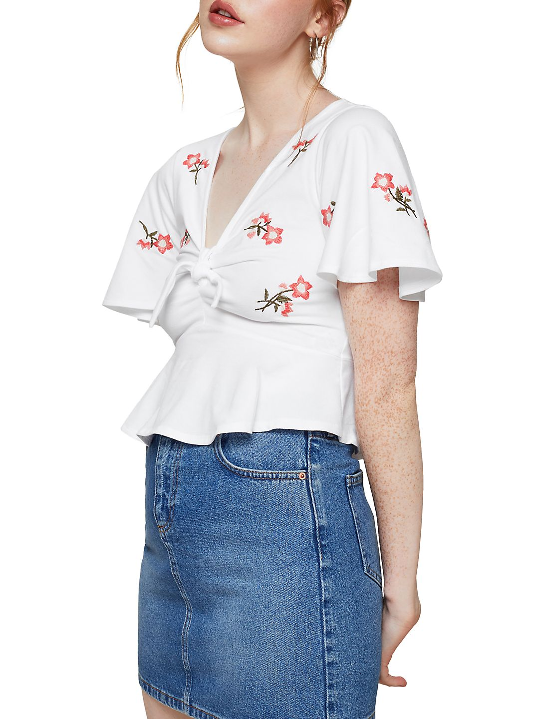 Angel Sleeve Embroderied Crop Top