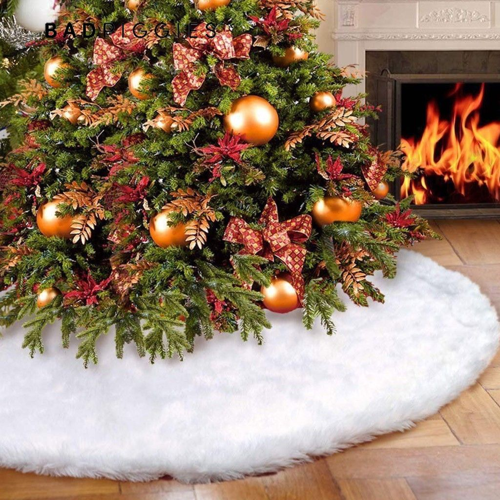 New World Arts Dog and Cat Themed Christmas Tree Skirt