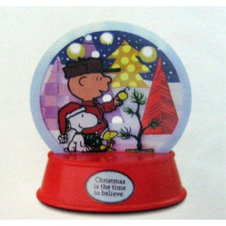 Charlie Brown Christmas Decorating Ideas (XKT1047 Peanuts Lighted Holiday Decoration featuring Snoopy, Woodstock & Charlie Brown 2012)