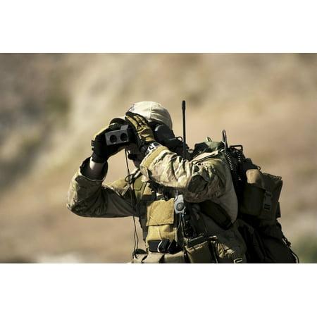 A US Air Force Special Tactics Combat Controller uses a laser rangefinder Canvas Art - Stocktrek Images (35 x 24)
