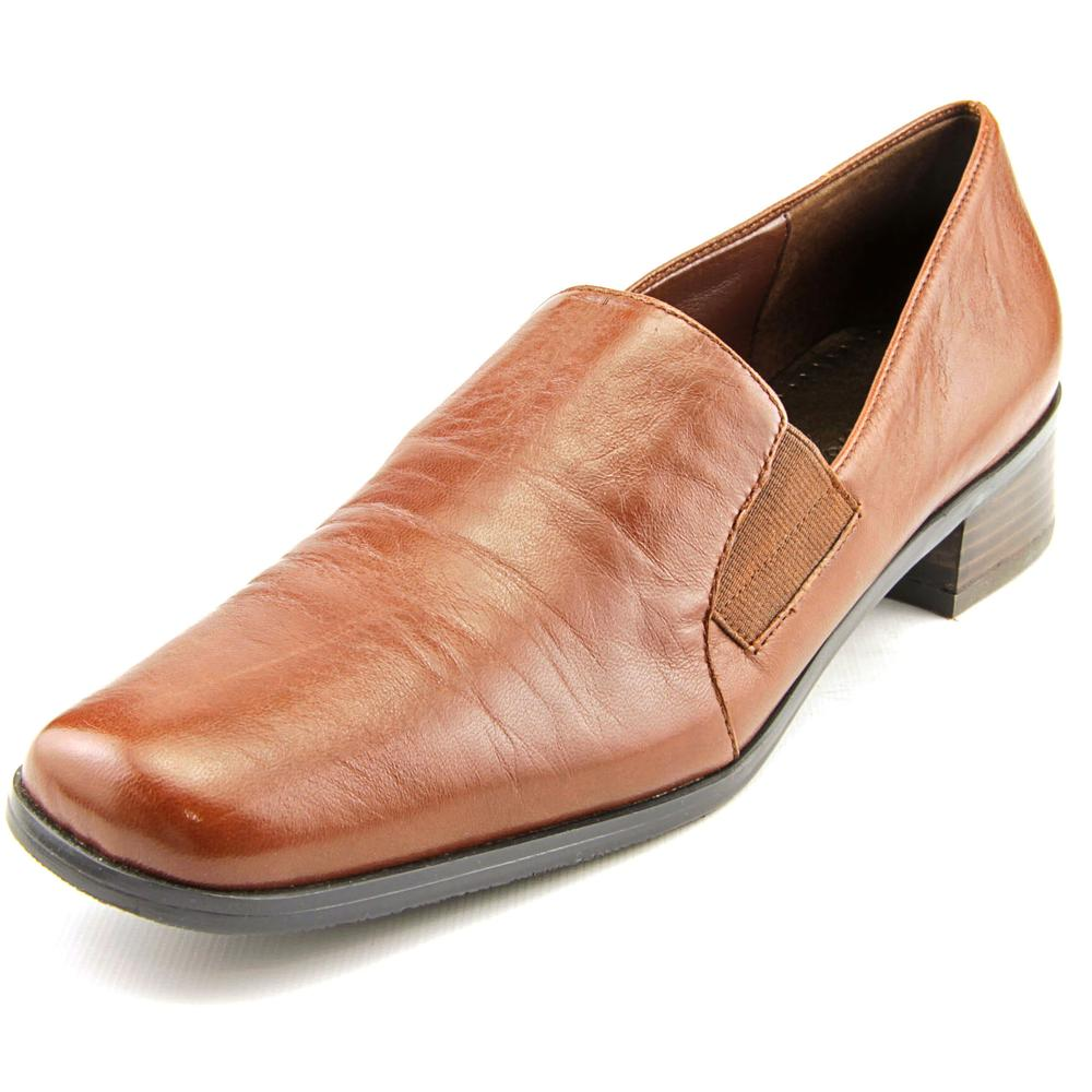Trotters Ash WW Round Toe Leather Loafer by Trotters