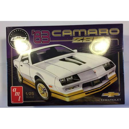 (AMT 1051 1:25 Scale Model Kit - 1983 Camaro Z28  SKILL 2 SEALED)