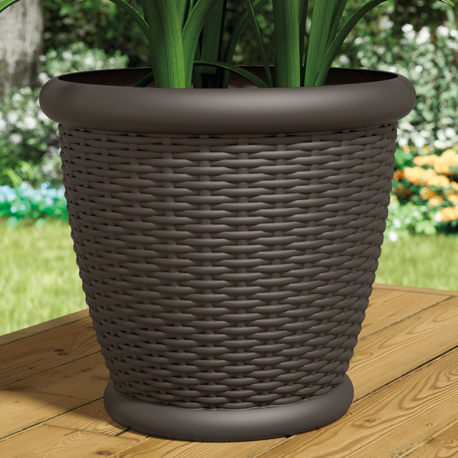 Suncast Willow Resin Wicker Planter Set of 2 by Suncast Corp