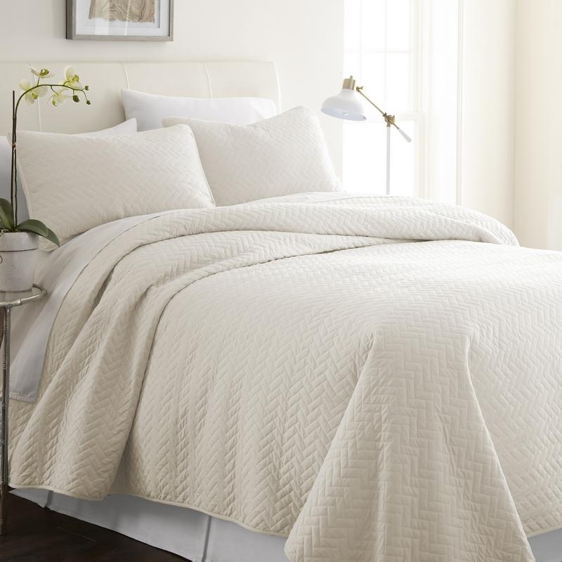 Noble Linens Premium Ultra Soft Herring Pattern Quilted Coverlet Set by ienjoy Home