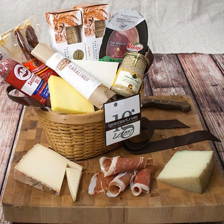 Cheese Gift Basket (Connoisseur's Meat and Cheese Gift Basket)