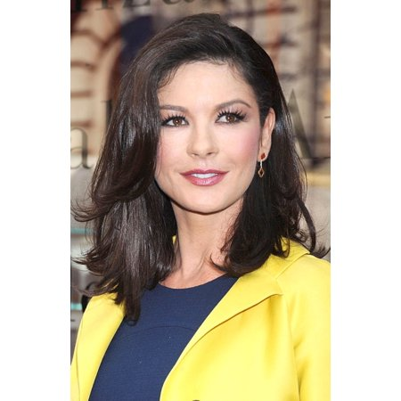 Catherine Zeta-Jones At In-Store Appearance For Elizabeth Arden Red Door Global Flagship Store Ribbon Cutting Stretched Canvas -  (16 x (Arden Store)