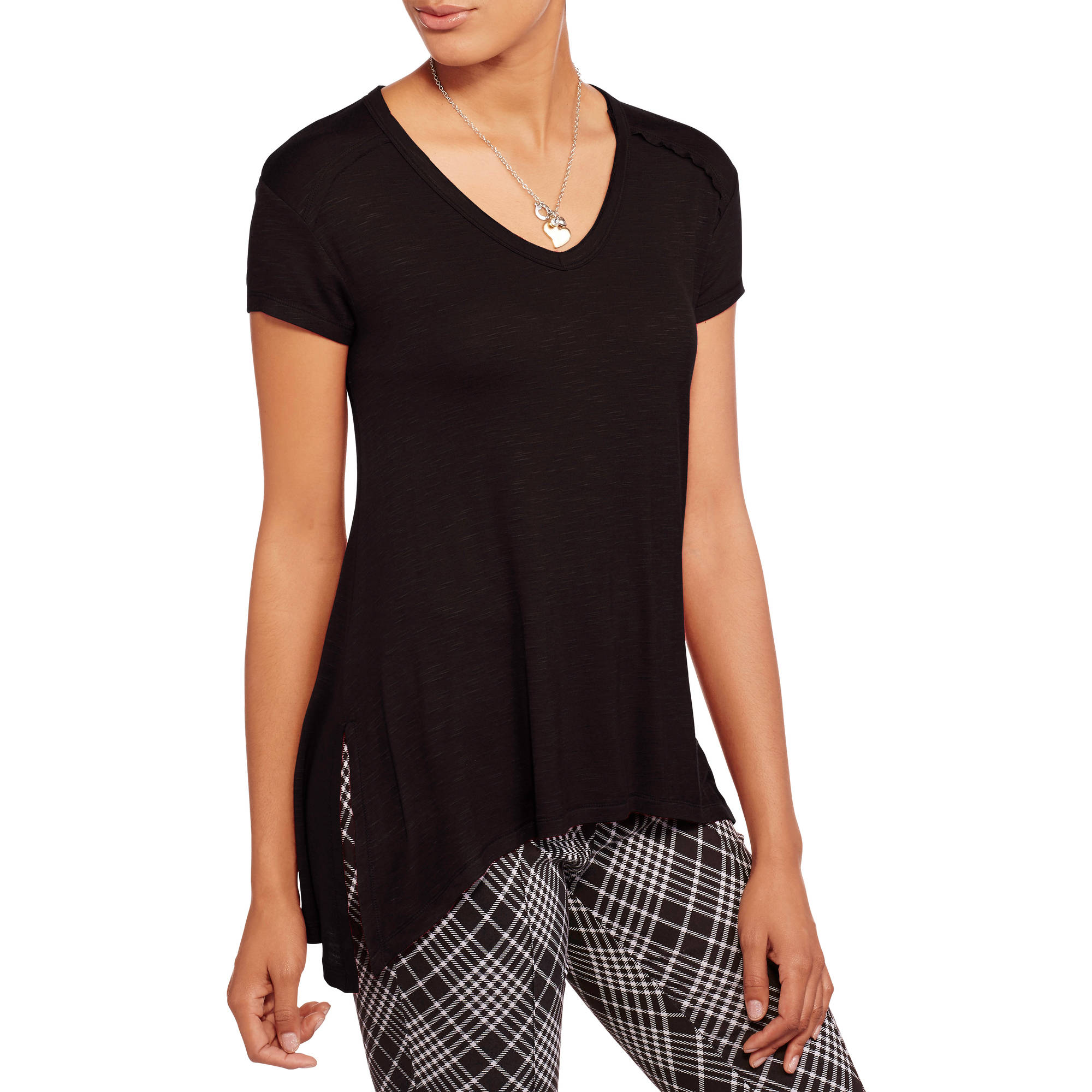 No Boundaries Juniors' Essential V-Neck Tee with Side Vents