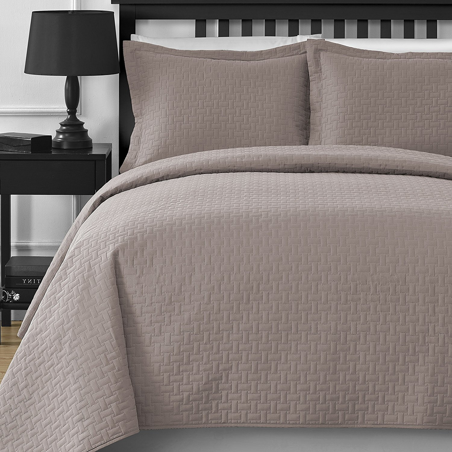 Extra Lightweight Staniey Collection Frame 3-piece Coverlet Set by Staniey Collection