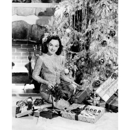 Paulette Goddard Wishing Her Fans A Merry Christmas 1940 Photo Print - Merry Christmas Photo