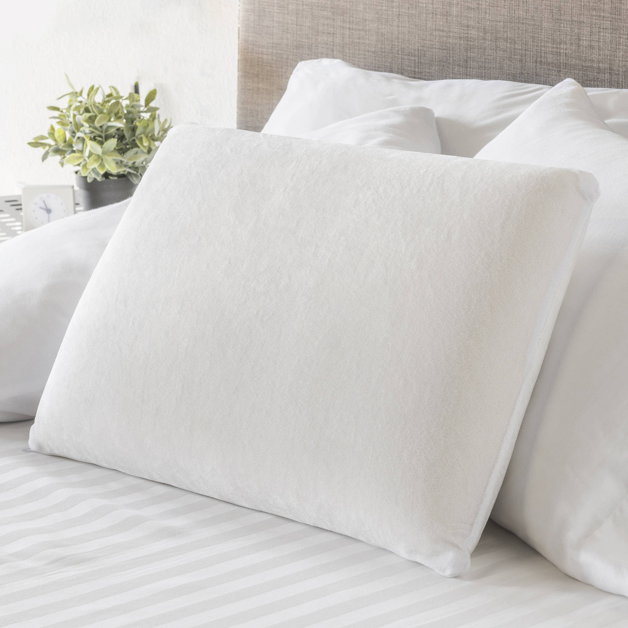 Mainstays Memory Foam Traditional Pillow, 1 Each