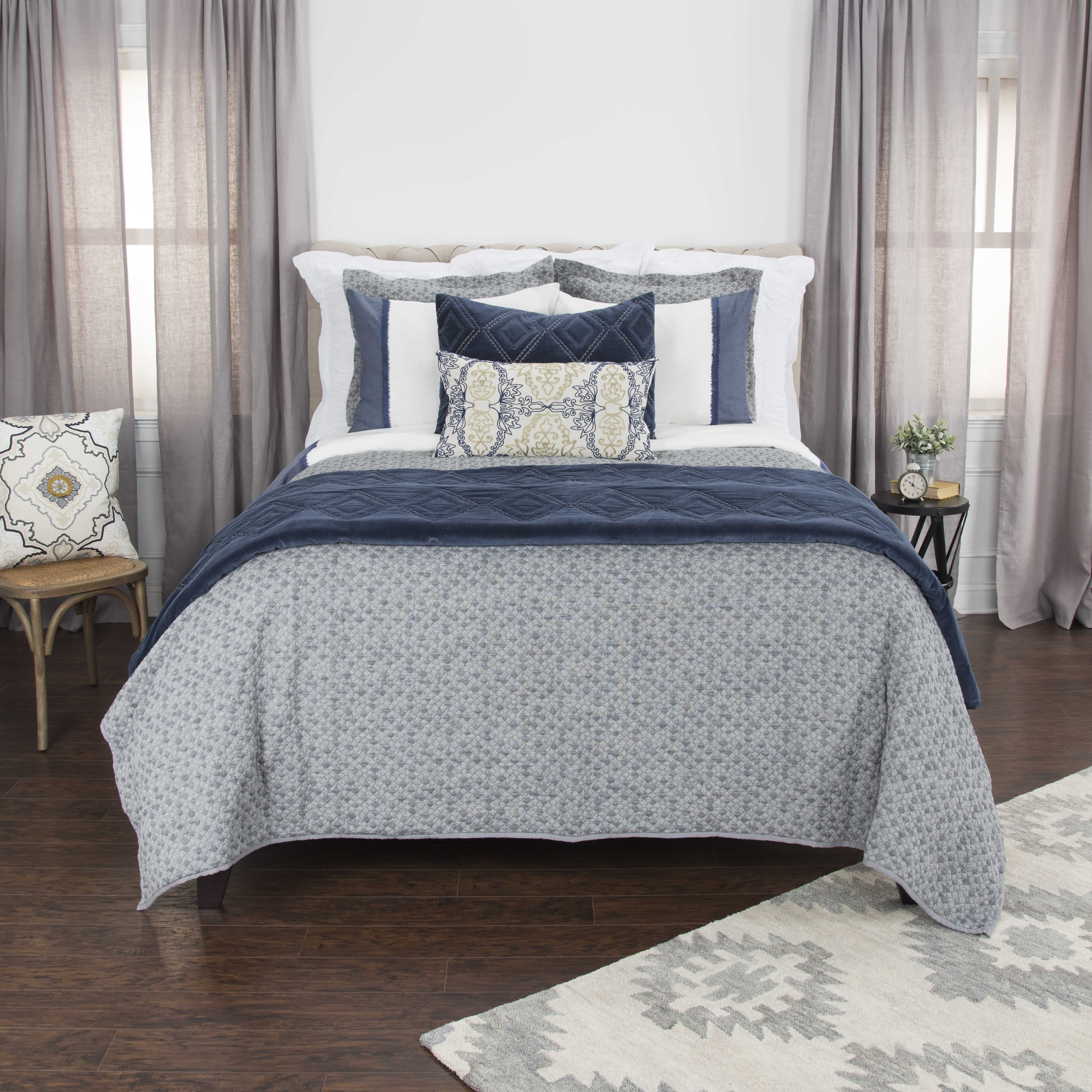 "Rizzy Home Cotton 90""x92"" Gray Solid Bedding"