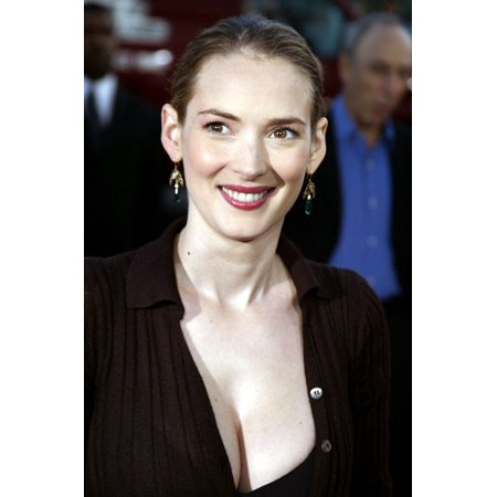 Winona Ryder At The Premiere Of The Manchurian Candidate Rolled Canvas Art     8 X 10