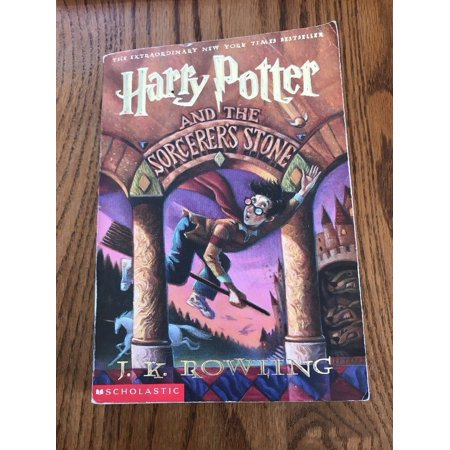Harry Potter and the Sorcerer's Stone Book Scholastic Paperback Ships N 24h ()