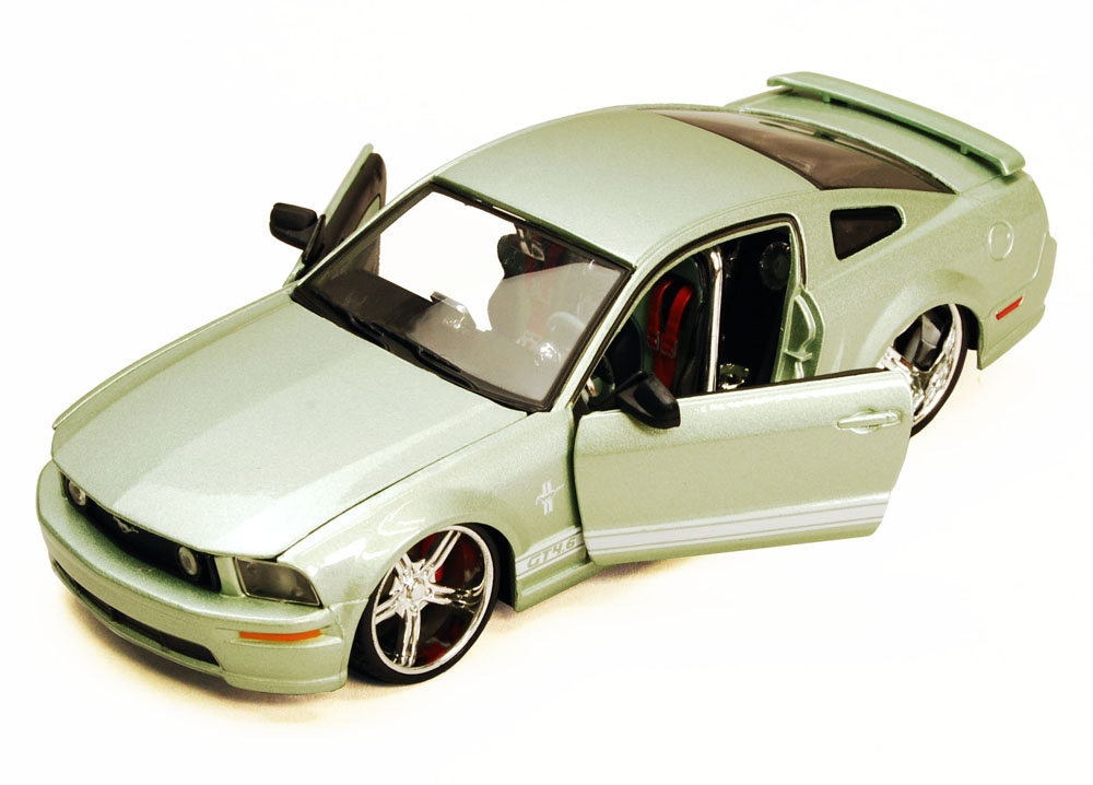 Ford Mustang GT, Green Maisto Custom Shop 34324 1 24 Scale Diecast Model Toy Car (Brand... by Maisto